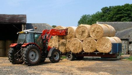 Northumberlandfarmhouse straw coming home